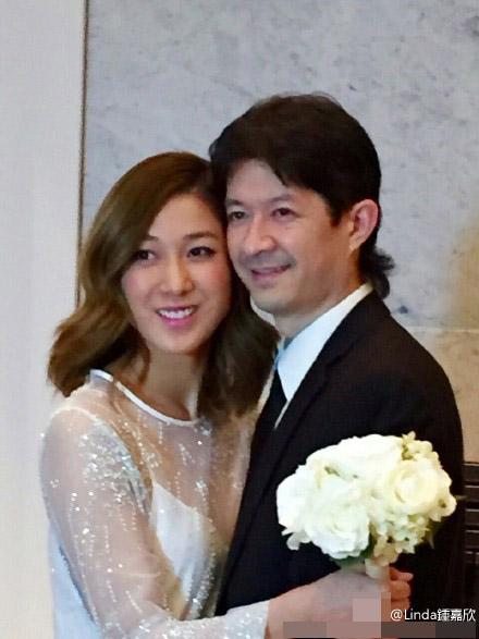 [明星爆料]钟嘉欣发千字文宣布去年结婚 27日补办酒席
