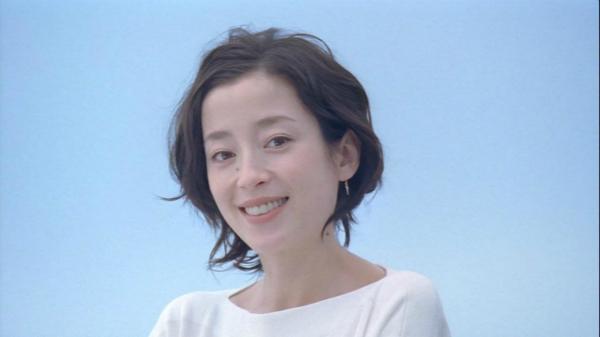 [明星爆料]宫泽理惠宣布离婚 甩富豪独自抚养7岁女儿