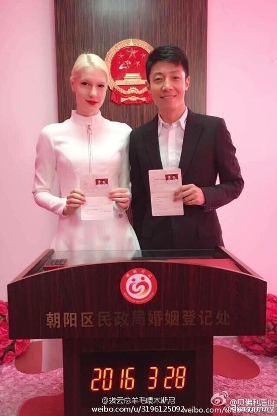 [明星爆料]网曝撒贝宁与外籍女友领证结婚 4月武汉办婚礼