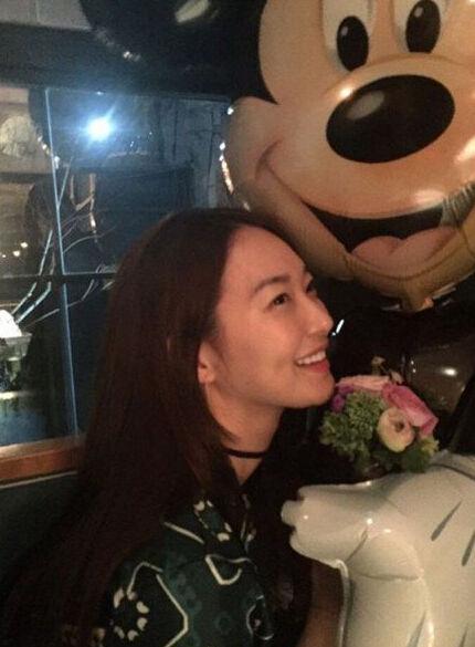 [明星爆料]金宇彬女友申敏儿迎32岁生日 晒派对照笑容甜美(图)