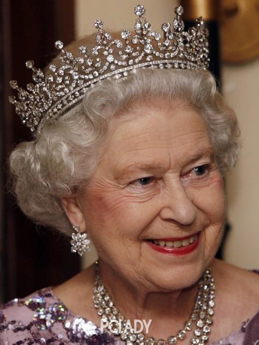 称:大不列颠及爱尔兰之女王冠-英女王90大寿 演绎一生珠光宝气图片