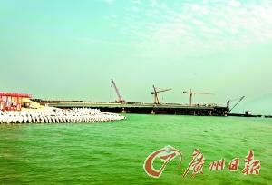 珠海 港珠澳大桥建设抵粤港分界线 桥隧转换奠基础