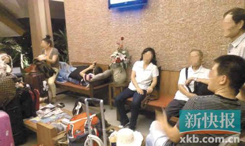 游客拒绝消费 南湖国旅导游不给游客开房