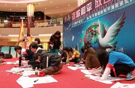 世界数万儿童共绘和平 国际狮子会和平海报作品展亮相南沙富力唐宁图片