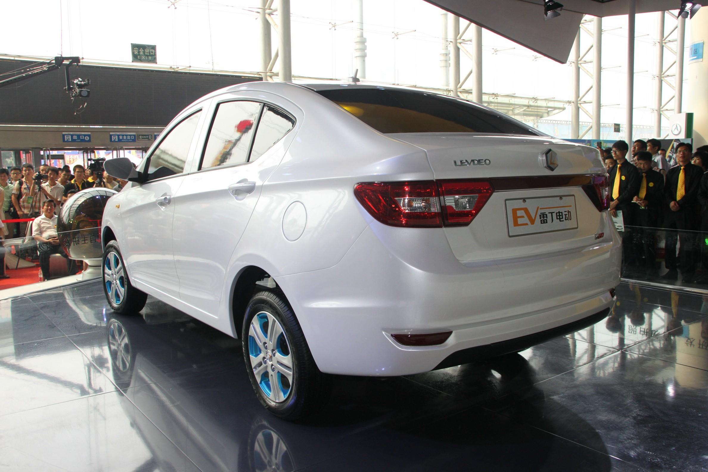 雷丁电动车D60亮相第二届国际新能源车展高清图片