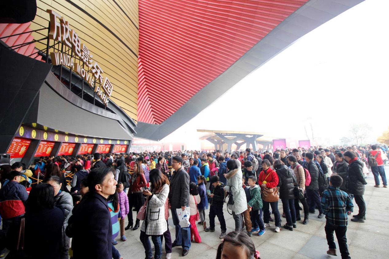 商讯去年12月20日开业的武汉万达电影乐园春节期间表现不俗,从初一女朋友v电影你看电影图片