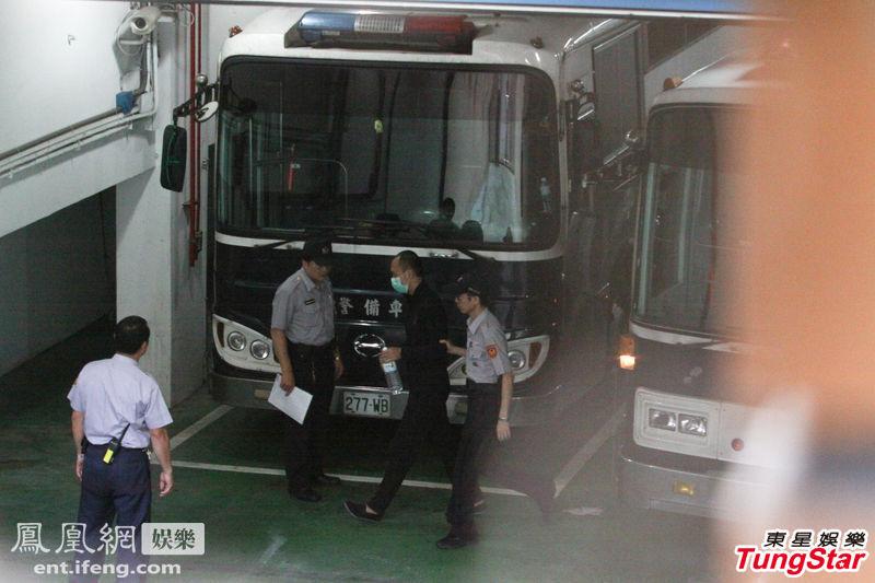 2013年9月3日,台北,台富少迷奸女星案主角李宗瑞在审理数月后,于3日上午11点整宣判。李宗瑞一大早由囚车从土城看守所押送至台北地方法院接受判决。