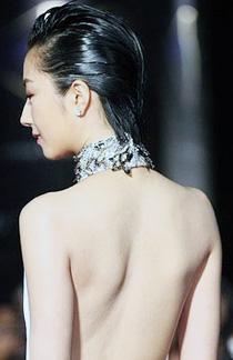 桂纶镁裸背