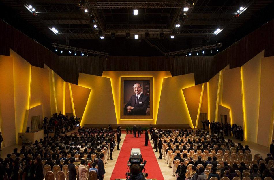 2014年1月17日,香港,邵逸夫爵士的追思会在将军澳邵氏影城举行,凤凰娱乐抵赴前方全程直击追思会现场。
