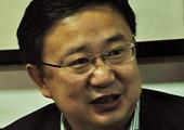 政协委员姜志荣领到了出席证