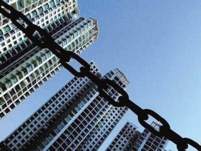 """和充满希望的海外市场相比,2014年的中国楼市,或许再也回不到从前的""""盛景""""。"""
