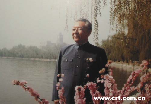 习仲勋与历届领导人合影:毛泽东赞他比诸葛亮