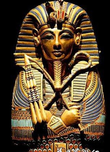 护身符首饰当然可以带到墓中,继续在来生佩戴.但是专为葬礼所佩图片
