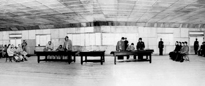 1953年7月27日朝鲜战争停战协议在板门店签订 图为朝 右 ...