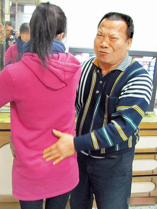 68岁医师猥亵女病人 手捏胸部言语轻佻