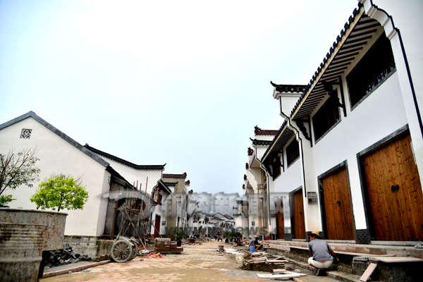 原标题:澜溪老街修缮工程如火如荼 据了解,大通古镇修缮保护工程于
