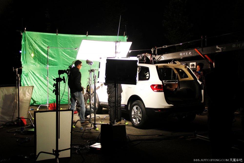 野马T70豪华SUV的汽车广告拍摄花絮高清图片
