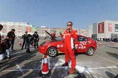 莲花F1争霸赛启幕 打造高性能轿车盛宴