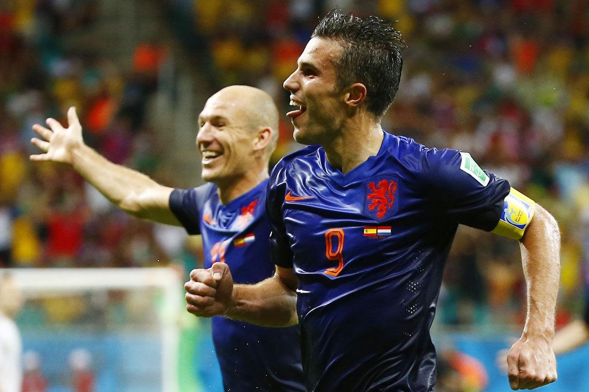 2014年6月14日,巴西萨尔瓦多,2014年巴西世界杯小组赛B组,上届冠军西班牙队迎战上届亚军荷兰队,最终荷兰5-1大胜西班牙,报了4年前南非世界杯输给对手的一箭之仇,阿隆索点球破门帮助西班牙取得领先,荷兰队范佩西和罗本双双完成梅开二度好戏,后卫德弗里头球建功。