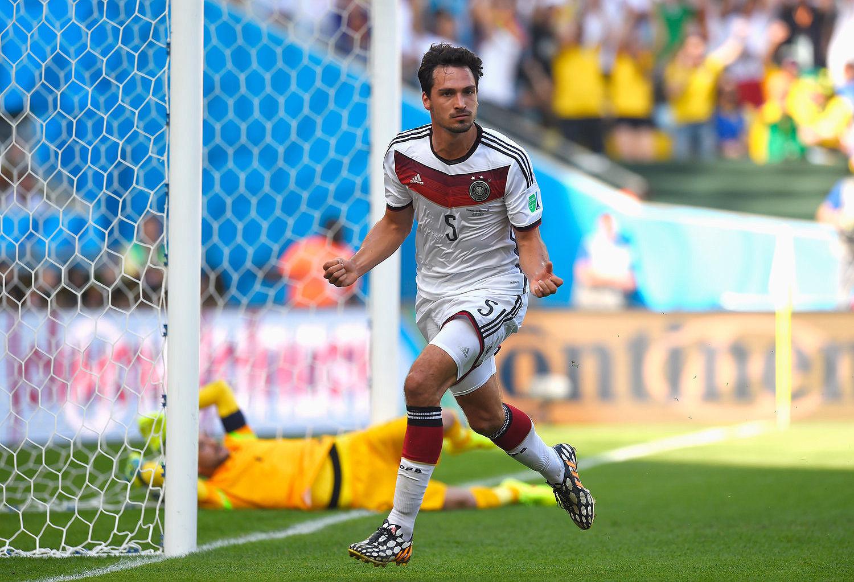 2014年7月5日,巴西里约热内卢,2014巴西世界杯1/4决赛,德国1-0法国。比赛第12分钟,胡梅尔斯头球打破僵局,这也是全场唯一入球。击败法国之后,德国连续4届比赛闯入世界杯4强,这是世界杯历史上第一次有球队做到这样的伟绩。