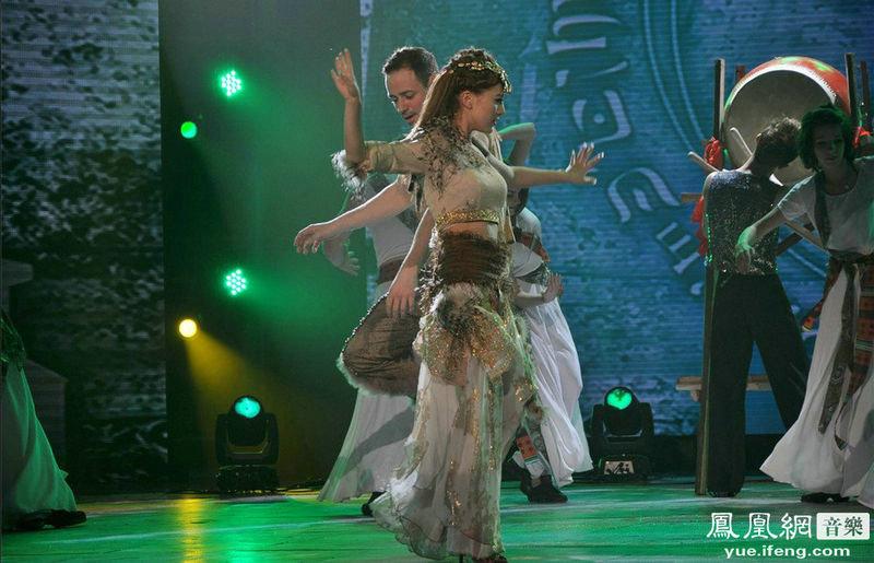 阿兰与外籍舞者热辣共舞 舞林大会被毒舌金星盛赞
