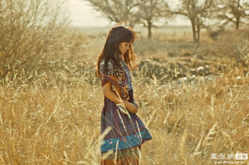 可爱 云朵/为了配合即将在2013年发行的新专辑, 歌手云朵远赴新疆拍摄宣传...