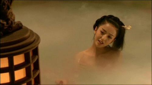 美女闹市裸浴 柔滑细肤令人欲罢不能组图