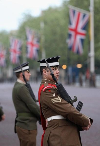 英国皇家马车游行彩排 迎女王登基60周年庆典