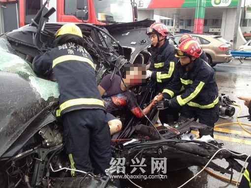 104国道浙江绍兴境内发生车祸