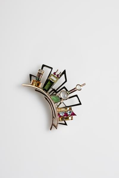 图为《华灯初上-都市印象》-设计大赛专业组职场装最佳首饰创意奖