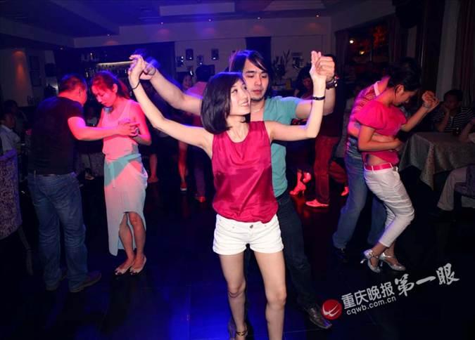 重庆流行跳莎莎舞 企业家海归们痴迷