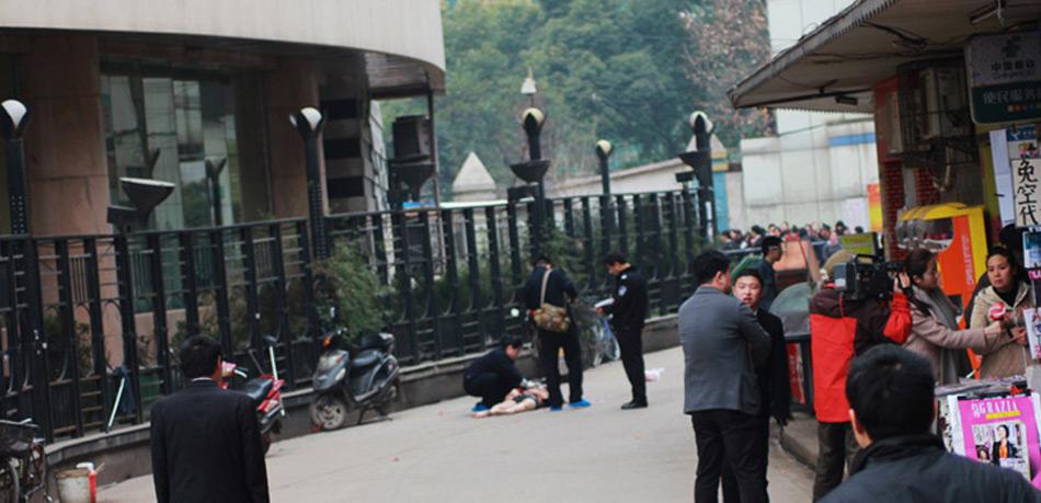 武汉一男一女酒店坠楼身亡