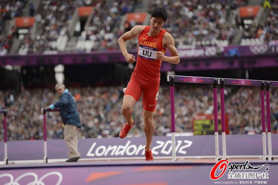 2012年8月7日,奥运会男子110米栏预赛第六组,中国刘翔意外摔倒,单脚跳向终点,未能晋级。