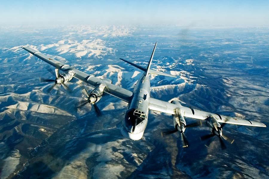 """美媒披露中国轰18隐形轰炸机方案 身披""""土豪金"""""""