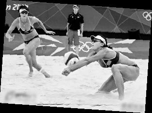 养眼的女子沙滩排球比赛高清图片