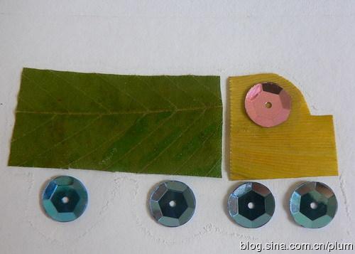 接着来贴树叶画,很简单,简单到没什么可说的,造型模仿自娃内衣上印的