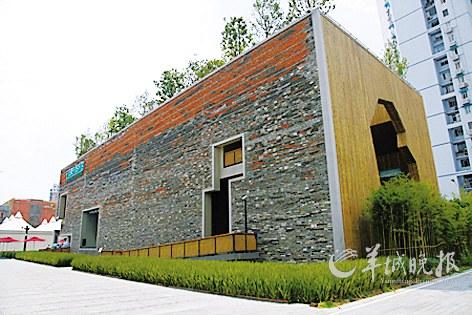 """上海世博会宁波滕头案例馆:""""瓦爿墙""""是用回收的50多万块旧砖瓦做"""