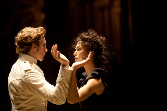 《安娜·卡列尼娜》已经是第13次被搬上大银幕,《悲惨世界》改编成