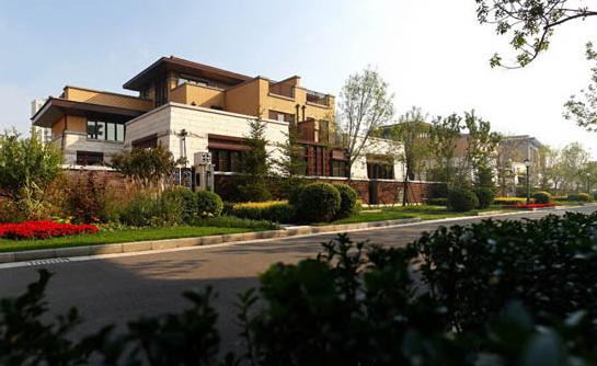 动态:东丽湖万科城别墅,主推联排及双拼别墅,均价9000元/平米,贷款50%