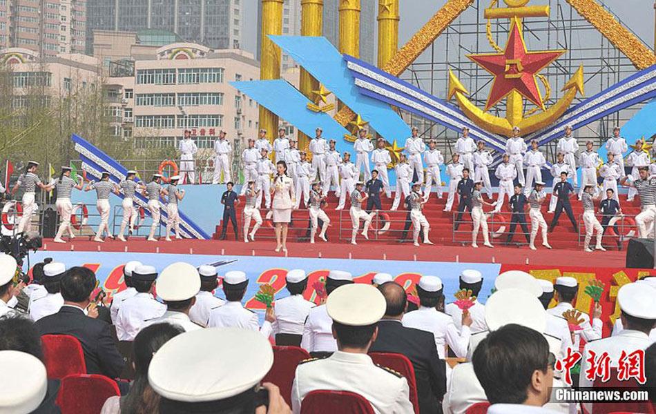 俄罗斯参演军舰升五星红旗庆祝中国海军节