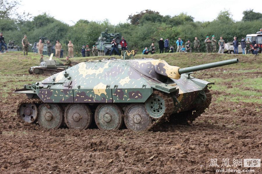 捷克唯一能动的35T坦克表演 纪念二战胜利68周年