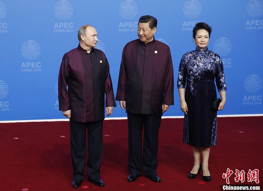 """apec领导人及配偶身着特色中式服装照""""全家福""""图片"""