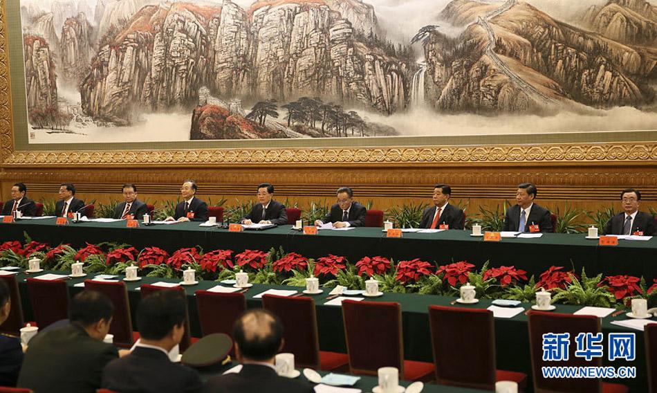 11月7日,中国共产党第十八次全国代表大会主席团在北京人民大会堂举行第一次会议。新华社记者 兰红光 摄