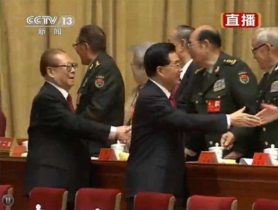 11月8日,中国共产党第十八次全国代表大会在北京开幕。图为胡锦涛、江泽民等步入会场。