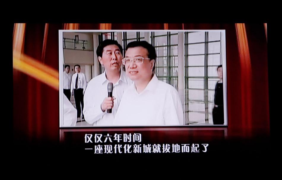 李克强视察郑东新区讲话。李白/摄