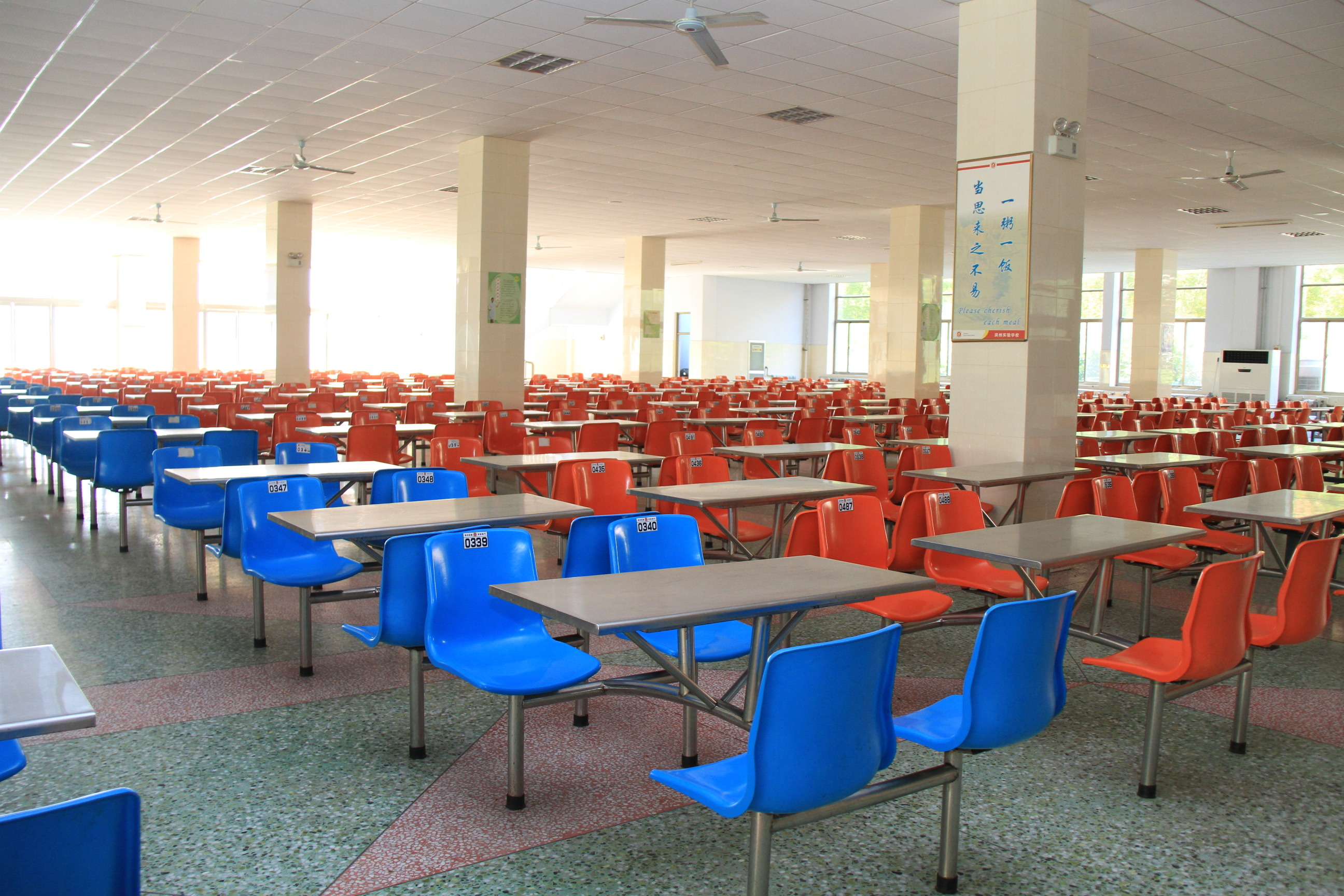放心食堂 > 正文   为给学生提供安全卫生的生活环境,滨州市结合农村