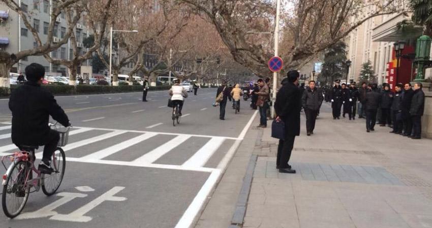 南京人民大会堂门前 交通正常未限行
