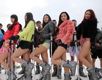徐州众美女光腿滑雪热辣抢眼