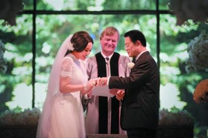 刘晓庆美国结婚_财经滚动新闻 > 正文  美国当地时间2013年8月20日下午,58岁的刘晓庆