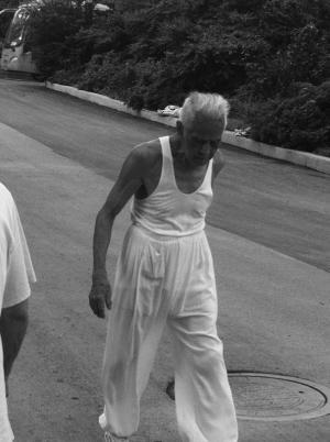 恋老j玉兔赤相册图片图_97岁老人坚持投篮锻炼数十年 15秒连投两球皆命中